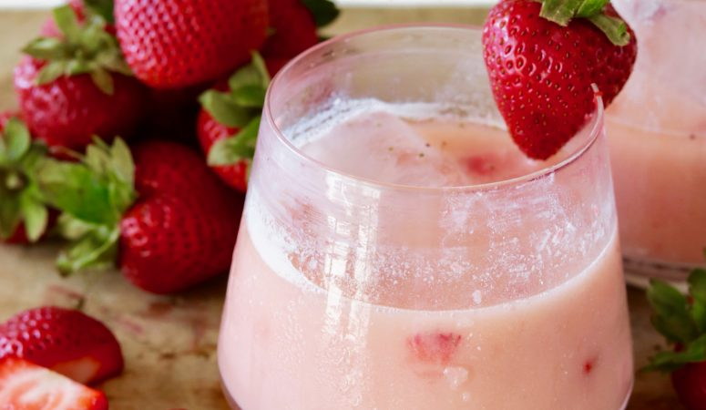 Strawberry Gin Cocktail – Sweet, Creamy & Refreshing!