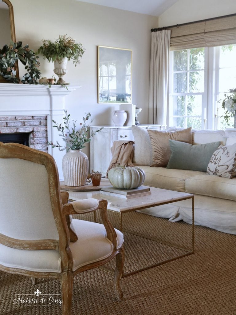 gorgeous French country living room simple fall decorating ideas autumn decor