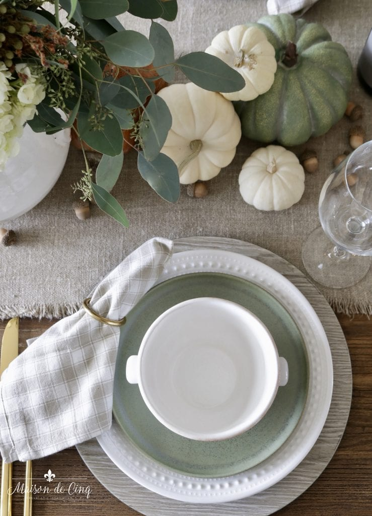 place setting with green stoneware plate and beige gingham napkin pumpkins fall table ideas
